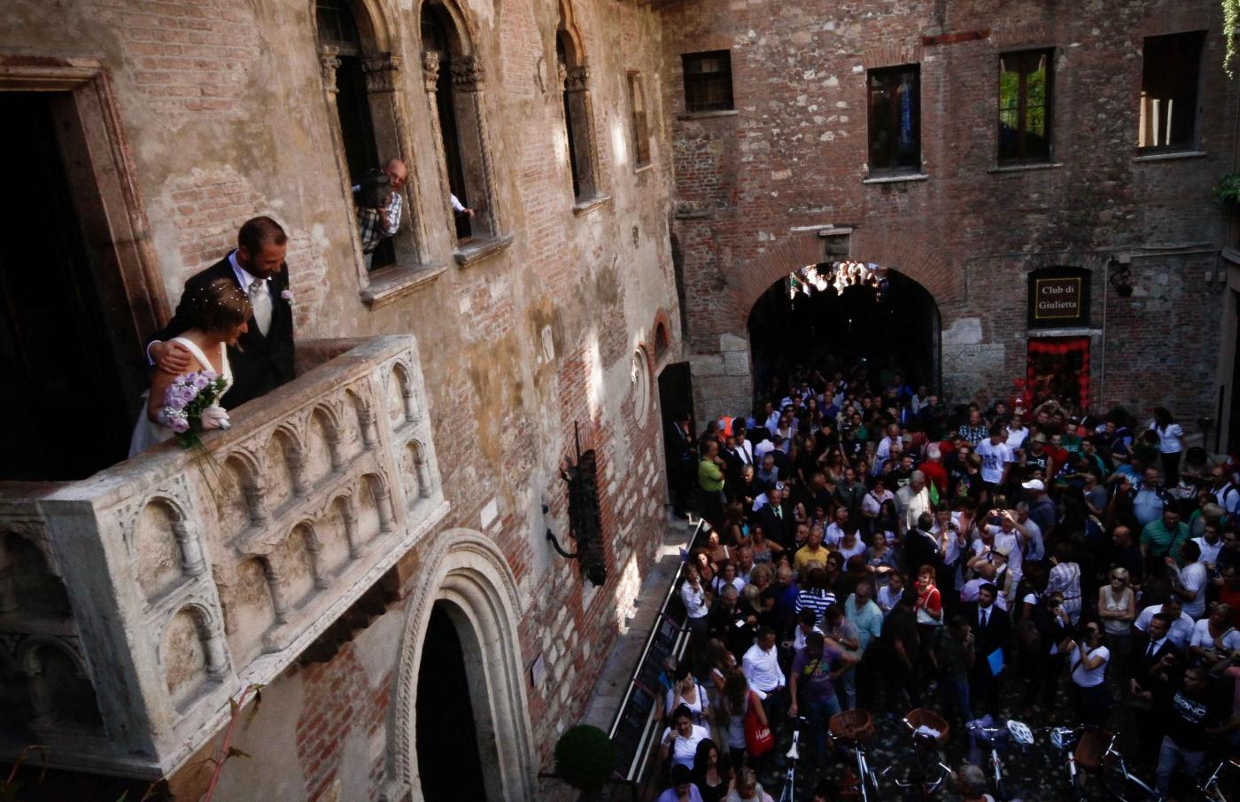 Casa di Romeo e Giulietta : primo 'matrimonio in bici'